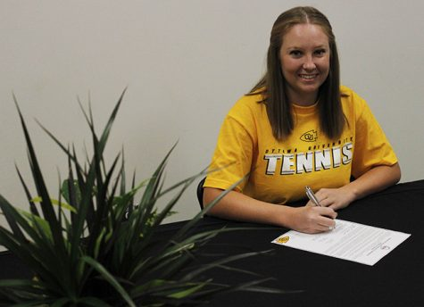 Rio Hondo student Nicole Robbins signs National Letter of Intent with Ottawa University