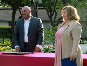 Chairman Roberto Chavez sharing a laugh with Congresswoman Linda Sanchez during the award ceremony.