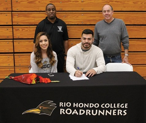 Rio Hondo Basketball Players Danna Robles and Leo Maidana Sign their Letters of Intent