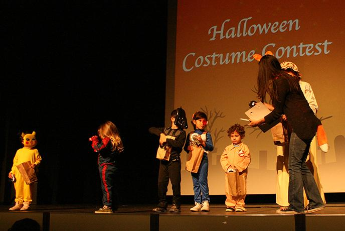 Costumes+competing+in+the+contest+included+a+Ghostbuster%2C+Darth+Vader%2C+and+Spiderman.