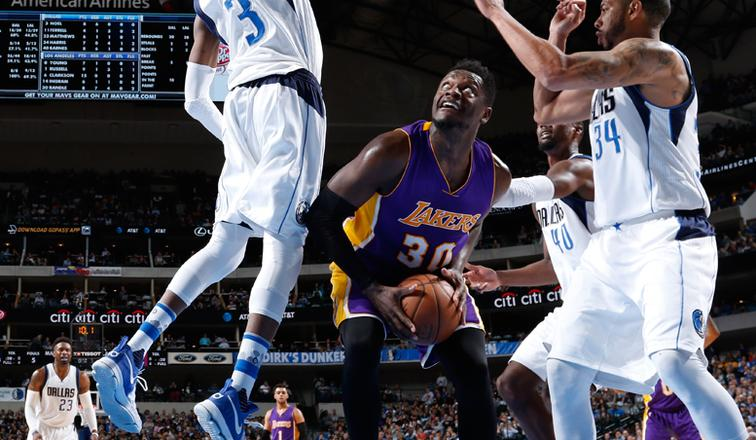 Julius Randle of the Lakers notched a triple-double in Tuesday night's loss to the Mavericks.