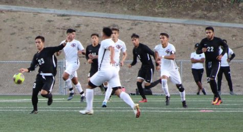 The Roadrunners took their chances and scored three times and looked in command. Small patches of inattention contributed to Chaffey College's two goals in Rio's  3-2 win at the Roadrunners soccer field Tuesday evening. Photo credit: Ignacio Cervantes.