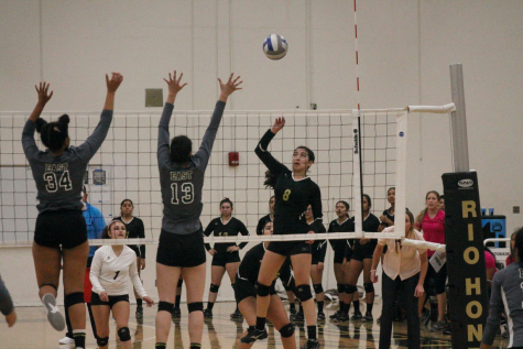 Women's Volleyball: Lady Roadrunners Lose its Third Game in a Row