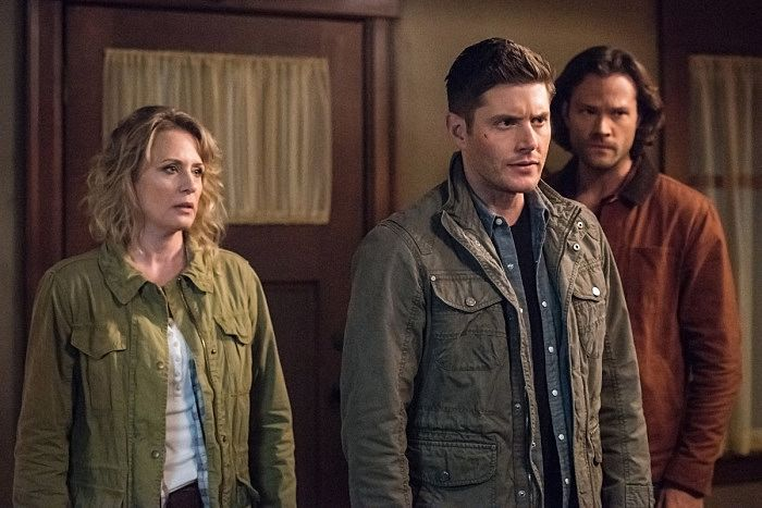 Samantha Smith as Mary Winchester, Jensen Ackles as Dean and Jared Padalecki as Sam in CW's Supernatural.