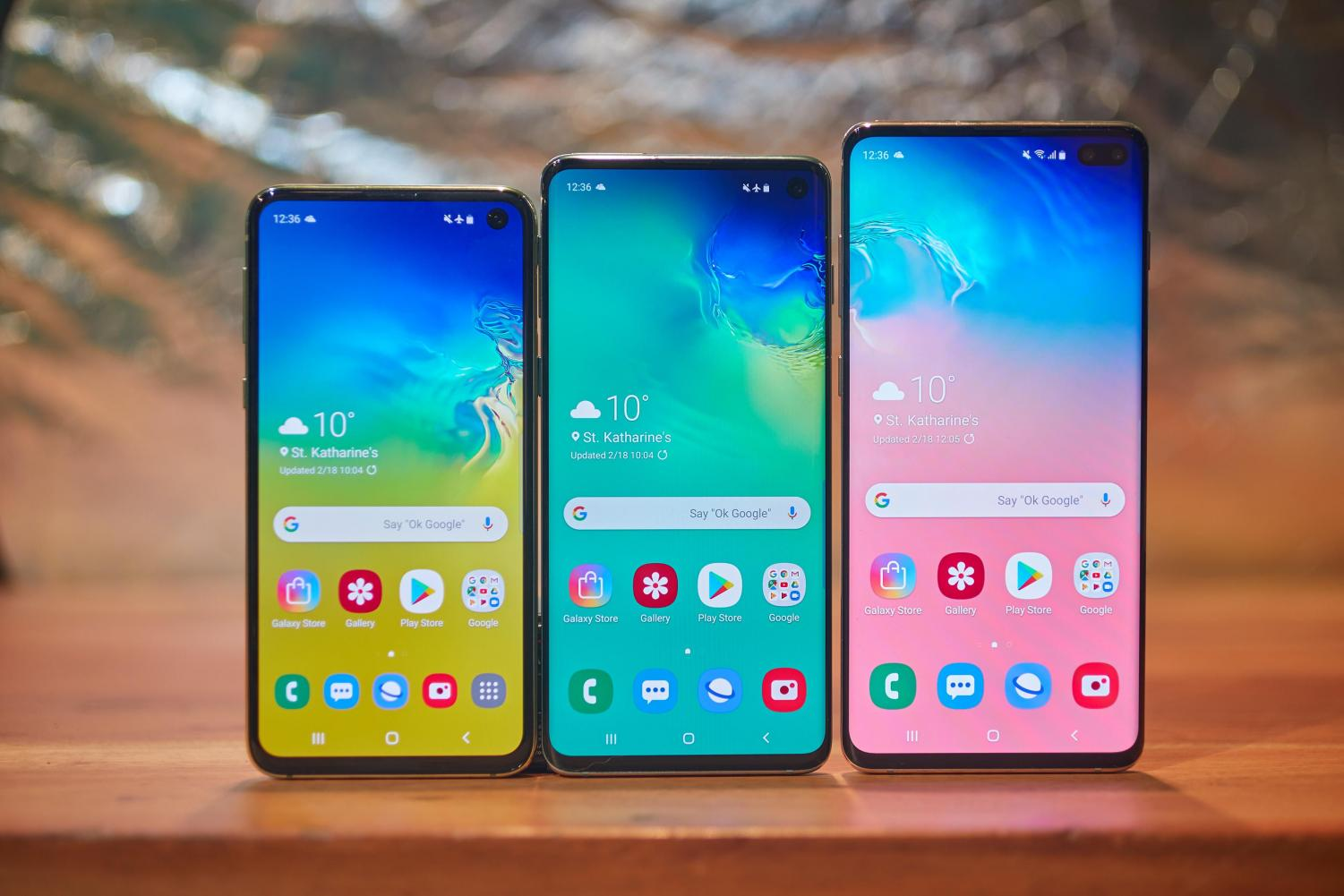 Samsung Galaxy S10 has very promising software, but it seems the software is not the same quality.